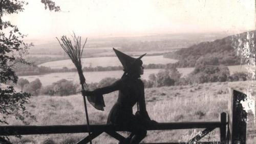 Resultado de imagem para tumblr bruxa