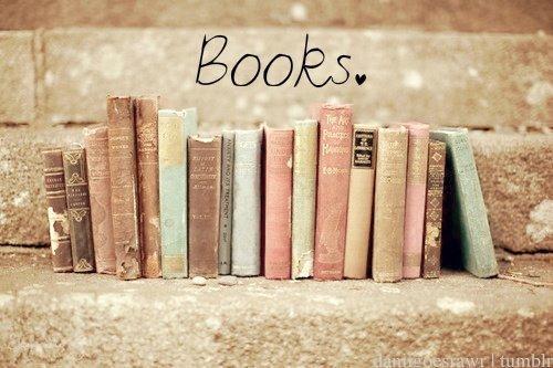 Resultado de imagem para fotos de livros tumblr