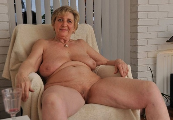 Older Lady Naked 84