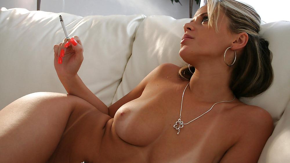 Фото голая курит 75188 фотография